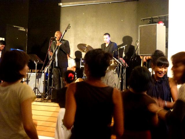 Le groupe Tumbao n'Clave à la fête de fin d'année du Centre Culturel Franco Espagnol de Nantes